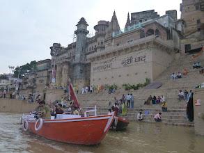 Photo: Ghát Munshi je pojmenovaný po hindském básníkovi Munshi Premchand, který se zde narodil.