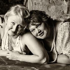 Berit and Niina by Simo Järvinen - Black & White Portraits & People ( monochrome, friends, female, woman, friendship, people, portrait )