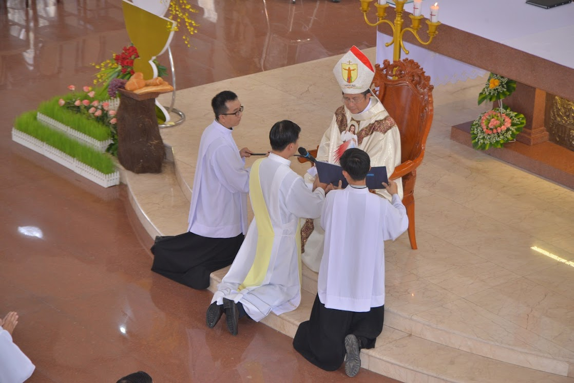 Thánh Lễ Truyền Chức Linh Mục Giáo Phận Phú Cường : Là Kitô Khác Chứ Không Phải Khác Kitô - Ảnh minh hoạ 8