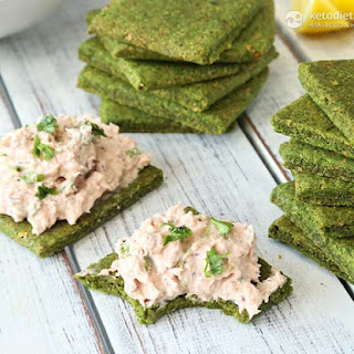 Cheesy Grain-Free Spinach Crackers