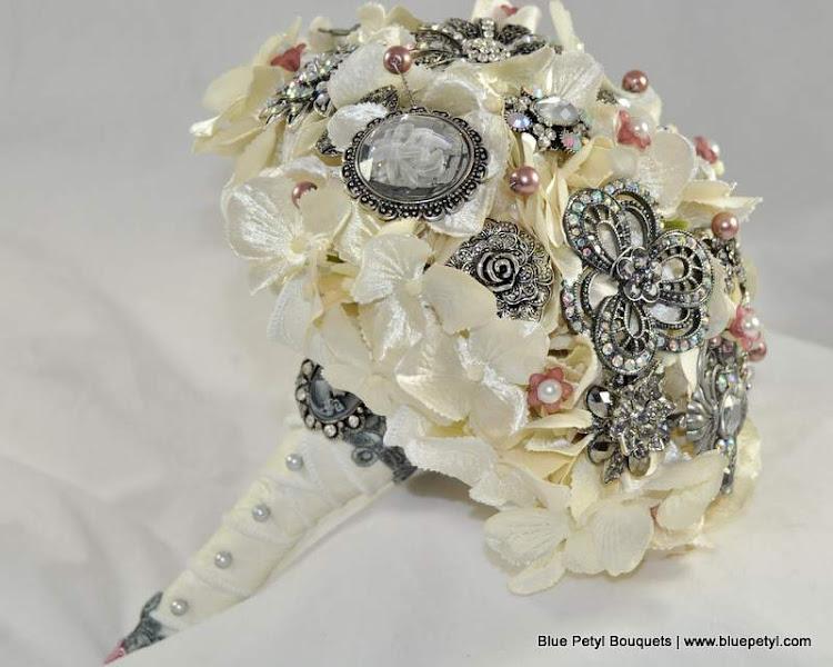 Photo: Antique Victorian Bridal Bouquet www.bluepetyl.com