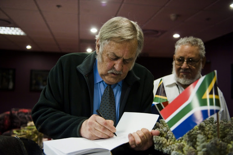 Former foreign affairs minister Pik Botha and Cuban negotiator Jorge Risquet in Pretoriaa on December 15 2010.