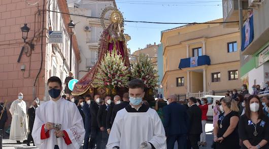 Vuelven los vítores a la procesión de la Virgen del Rosario, patrona de Macael