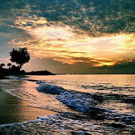 Beach sunrise by Janette Ho - Instagram & Mobile iPhone