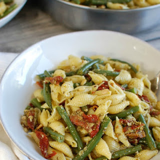 Pesto Pasta with Green Beans, Sun-dried Tomatoes and Toasted Pine Nuts