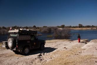 Photo: Boteti River on the border of Makgadikgadi NP / Řeka Boteti na hranici parku Makgadikgadi zaplavila cestu do parku