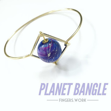 Planet Bangle 採用了galaxy色系的顏色 客人經常向我們提及轉動行星的方案, 此Bangle款的行星絕對能夠滿足你們的手癮了! - Fingers.work這星期六日都有市集啊。 @marketfairish 復活節市集 • 26-27/3 D2 place 2/F 聽聞D2place @d2_weekendmarkets  仲有逃出香港玩🤔 - 🔻聯絡方法: Whatsapp: 67359679 Line: fingerswork - 🌐Worldwide Shipping HangSeng/BOC/PayPal - 本地免平郵費用 - 更多手鏈:#fingersworkbracelet #市集 #香港市集 #d2place #bracelet #禮物 #自家製 #手作飾物 #planet #星球 #手鏈 #香港手作 #手作 #macau  #thanksgiving #art #painting #easter #hkonlineshop #discoverhongkong #行星 #hkig #hkigshop #handmade #853 #spacewande