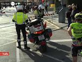 ? Hectiek in de Ronde van Catalonië: kopgroep stopt voor overweg, dus stopt peloton ook