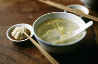 Photo: 10947 上海/南翔饅頭店/スープ/蛋絲湯(タンスータン)/鶏だしの澄まし汁に薄焼き卵入り/湯包子(タンパオツ)