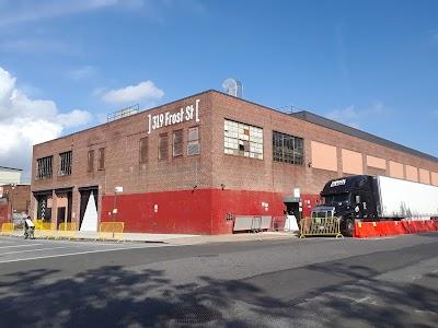 Brooklyn Steel Parking - Find Cheap Street Parking or Parking Garage near Brooklyn Steel | SpotAngels