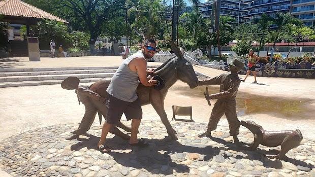 Andale Bernardo Statue -Jim Demetro