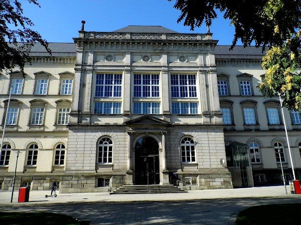 Popular tourist site Museum für Kunst und Gewerbe Hamburg in Hamburg