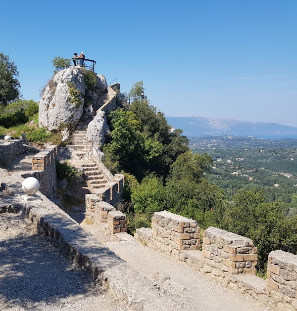 Popular tourist site Παρατηρητήριο του Kaiser Γουλιέλμου Β' ( in Corfu
