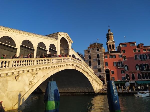 Popular tourist site Rialto Bridge in Venice