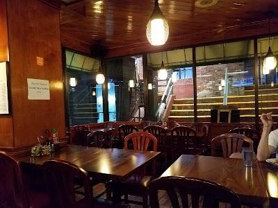 Bennie's Thai Cafe Parking - Find Cheap Street Parking or Parking Garage near Bennie's Thai Cafe | SpotAngels