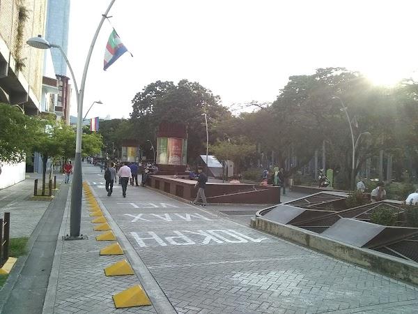 Popular tourist site Boulevard Del Río in Cali