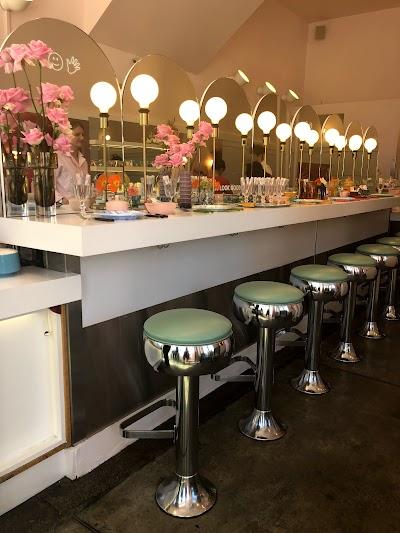 Rhea's Cafe Parking - Find Cheap Street Parking or Parking Garage near Rhea's Cafe | SpotAngels