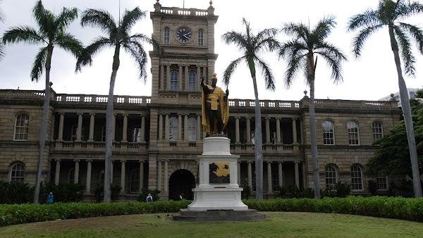 Popular tourist site King Kamehameha Statue in Honolulu