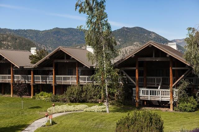 Sun Mountain Lodge banner backdrop