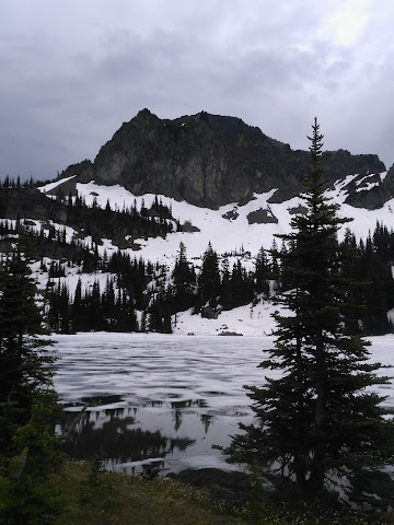 Crystal Lakes Trail