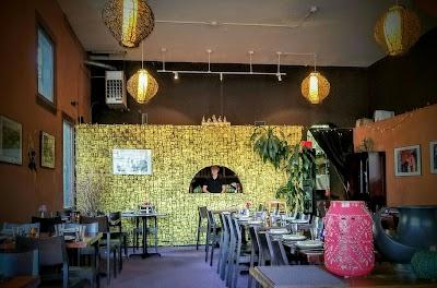 Rin's Thai Restaurant Parking - Find Cheap Street Parking or Parking Garage near Rin's Thai Restaurant | SpotAngels