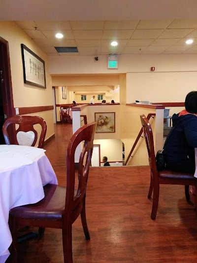 Golden Coast Restaurant Parking - Find Cheap Street Parking or Parking Garage near Golden Coast Restaurant | SpotAngels