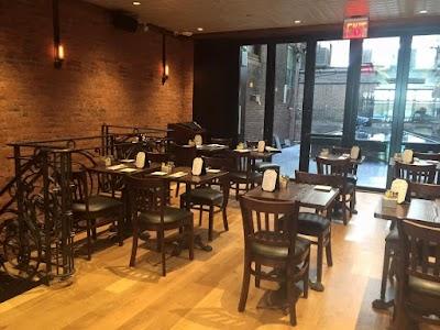 Annie Moore's Bar & Restaurant Parking - Find Cheap Street Parking or Parking Garage near Annie Moore's Bar & Restaurant | SpotAngels