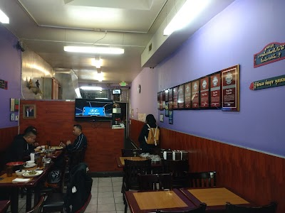 King's Thai Cuisine 1 Parking - Find Cheap Street Parking or Parking Garage near King's Thai Cuisine 1 | SpotAngels