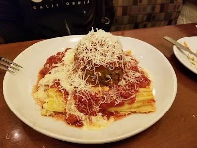 Olive Garden Italian Restaurant Parking - Find Cheap Street Parking or Parking Garage near Olive Garden Italian Restaurant | SpotAngels