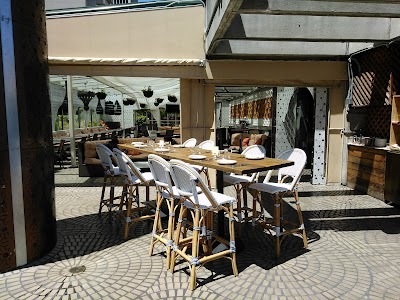 Sens Restaurant Parking - Find Cheap Street Parking or Parking Garage near Sens Restaurant | SpotAngels