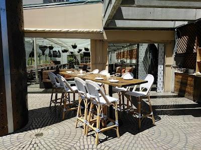 Sens Restaurant Parking - Find the Cheapest Street Parking and Parking Garage near Sens Restaurant | SpotAngels