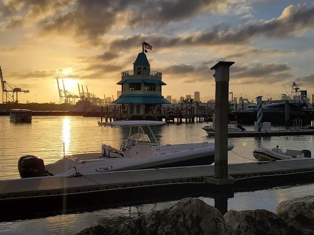 Monty's Sunset - South Beach