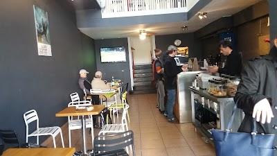 Cavalli Cafe Parking - Find Cheap Street Parking or Parking Garage near Cavalli Cafe | SpotAngels