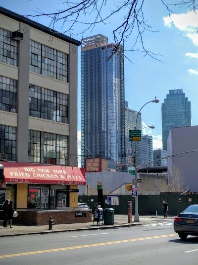 Big New York Fried Chicken Parking - Find Cheap Street Parking or Parking Garage near Big New York Fried Chicken | SpotAngels