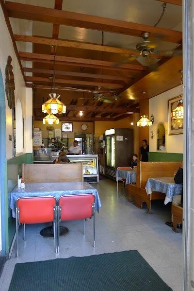 Las Palmeras Restaurant Parking - Find Cheap Street Parking or Parking Garage near Las Palmeras Restaurant | SpotAngels