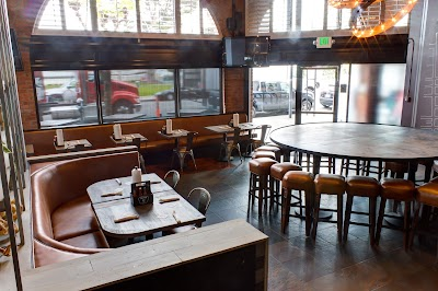 The Pub Parking - Find Cheap Street Parking or Parking Garage near The Pub | SpotAngels