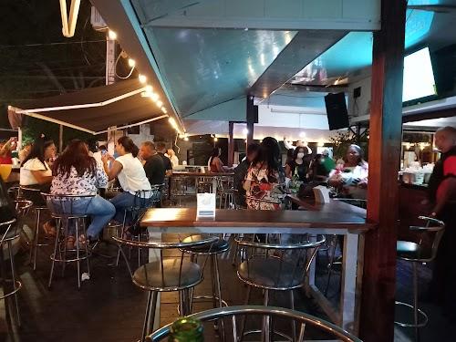 Ahí-Bar Café & Grill