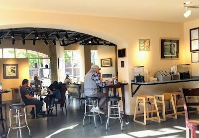 Crossroads Cafe Parking - Find Cheap Street Parking or Parking Garage near Crossroads Cafe | SpotAngels