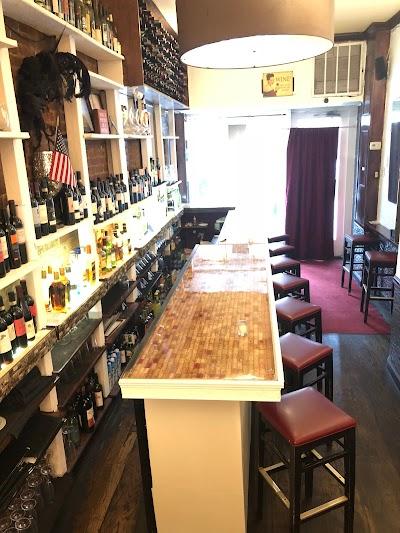 1742 Wine Bar Parking - Find Cheap Street Parking or Parking Garage near 1742 Wine Bar | SpotAngels