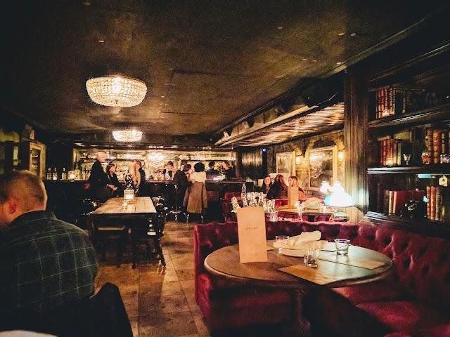 Gilt Bar