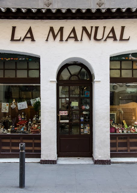 La manual alpargatera en barcelona for Jardin secreto wine