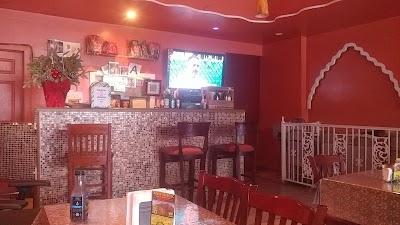 Aso Rock Lounge & Restaurant Parking - Find Cheap Street Parking or Parking Garage near Aso Rock Lounge & Restaurant | SpotAngels