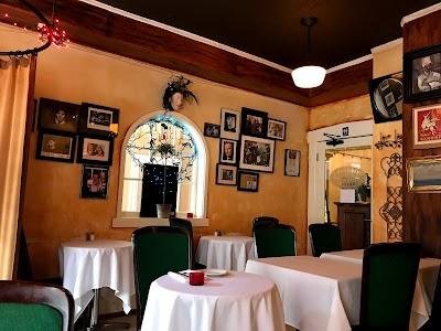 Colombini Italian Cafe Bistro Parking - Find Cheap Street Parking or Parking Garage near Colombini Italian Cafe Bistro | SpotAngels
