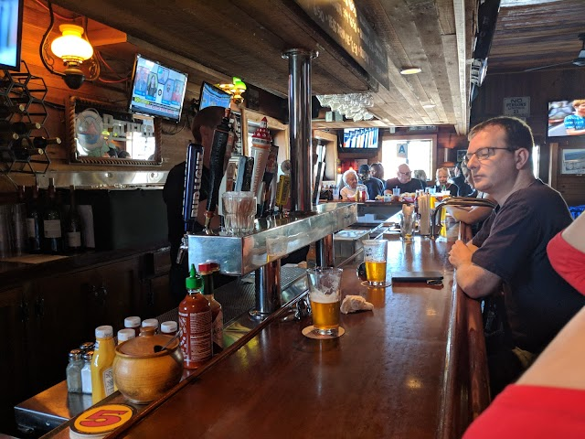 Rocky's Crown Pub