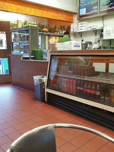 Tortas Los Picudos Parking - Find Cheap Street Parking or Parking Garage near Tortas Los Picudos | SpotAngels