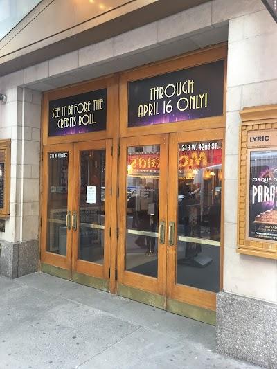 Lyric Theatre Parking - Find Cheap Street Parking or Parking Garage near Lyric Theatre | SpotAngels