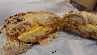 The Posh Bagel Parking - Find Cheap Street Parking or Parking Garage near The Posh Bagel | SpotAngels