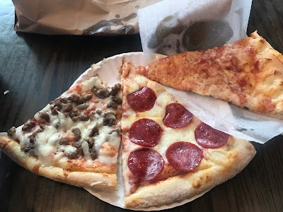 99 Cents Hot Pizza Parking - Find Cheap Street Parking or Parking Garage near 99 Cents Hot Pizza | SpotAngels