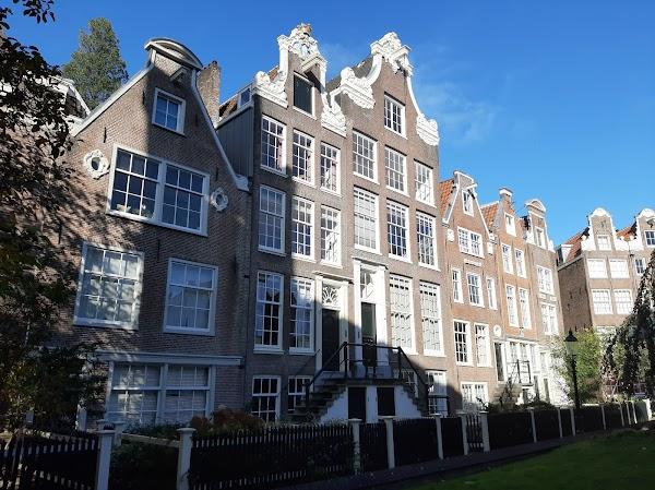 Popular tourist site Begijnhof in Amsterdam