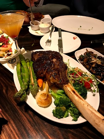 Hank's Fine Steaks & Martinis